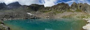 lago-Bianco-dei-Gelas-incorniciato-sullo-sfondo-dall-omonimo-monte