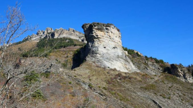 la-torre-cilindrica-di-Castel-Tournou