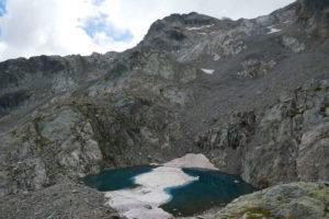lago-Blu-ancora-attraversato-dal-ghiaccio-a-fine-estate