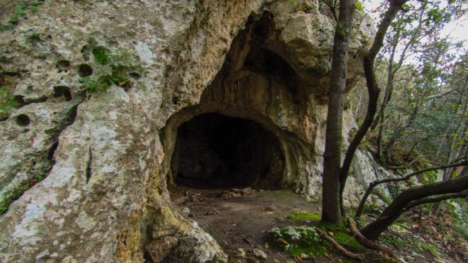 La bellissima grotta lungo la discesa