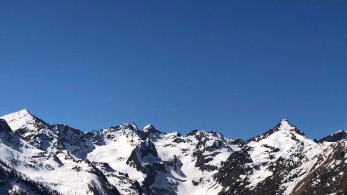 Monte-Corborant-al-centro-e-Becco-alto-d'Ischiator-a-destra